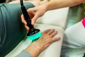 Tratamiento del esguince de muñeca en la Clínica Luis Baños