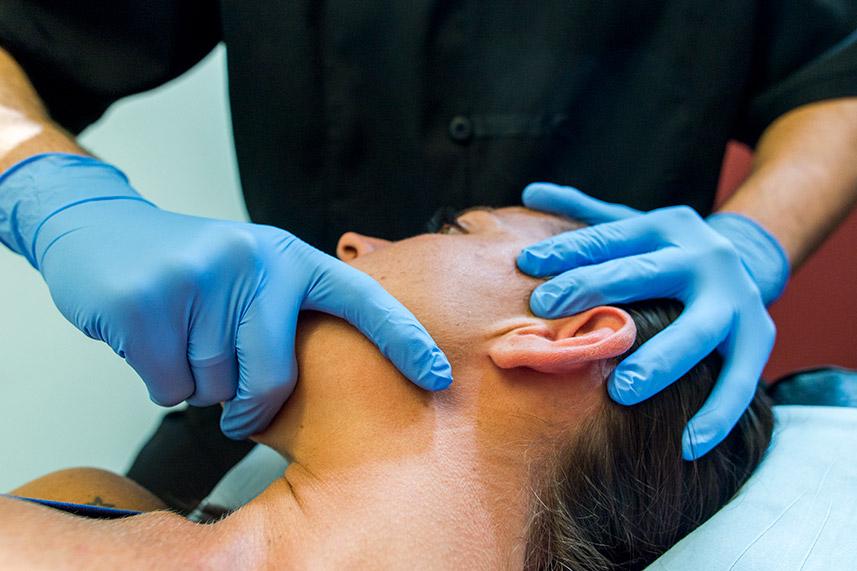 Tratamiento del chasquido mandibular en CLínica Luis Baños de Jaén