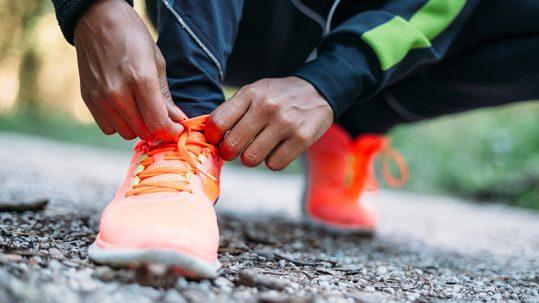 Clínica Luis Baños te ayuda a elegir unas zapatillas para correr