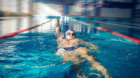 Consejos para practicar natación - Clínica Luis Baños