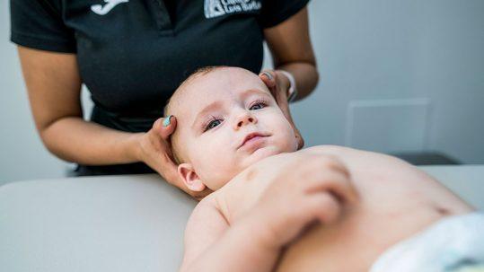 Tratamiento de las deformidades del cráneo del bebé en Clínica Luis Baños de Jaén